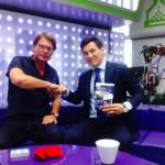 """Бату Хасиков с книгой ведущего Додолева """"24 кадра pro..."""""""