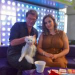 Анфиса Чехова и кот Сахарок с разными глазами