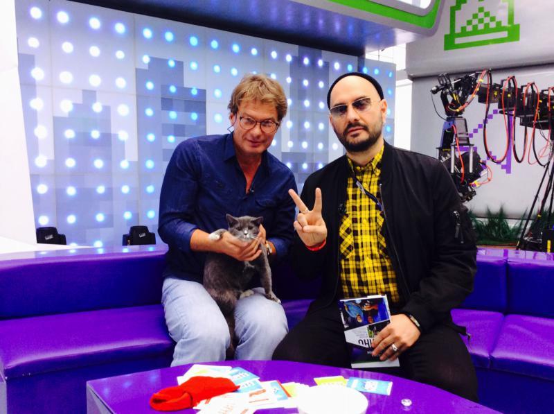 Кирилл Серебренников и кот Мауси. 2014 г.